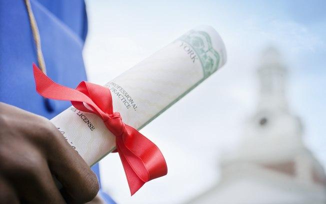 Passo-a-passo para revalidar o diploma emitido no exterior